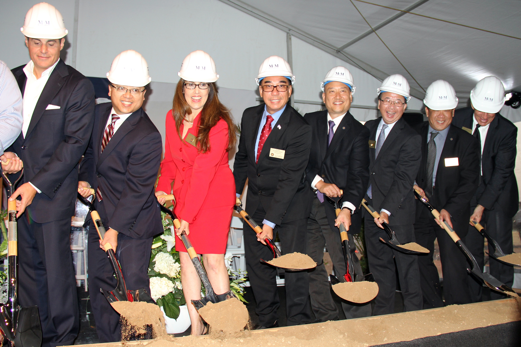 city council with shovels groundbreaking 20161116 v2 300ppi.jpg